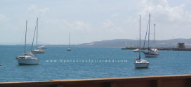 Imagen de botes esperando tranquilos