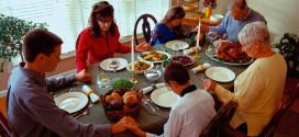 Foto familia orando - Dar gracias