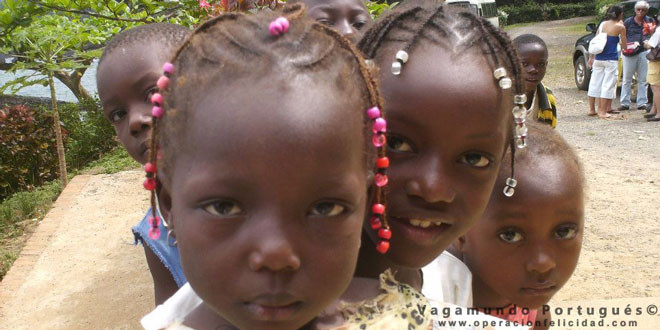 Rostros hermosos niños en Sao Tomé