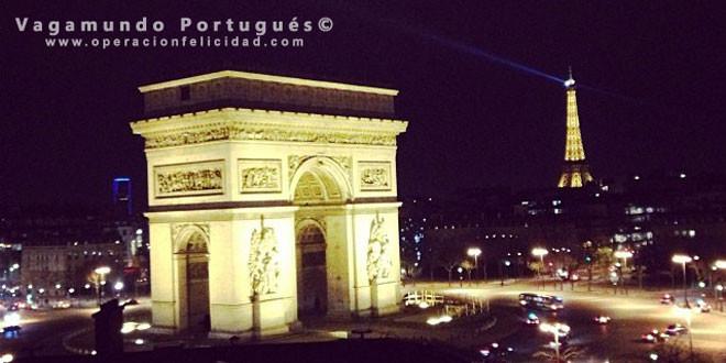 Paris - Foto Arco del Triunfo y Torre Eiffel al fondo