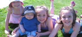 Foto ninos y un bebe
