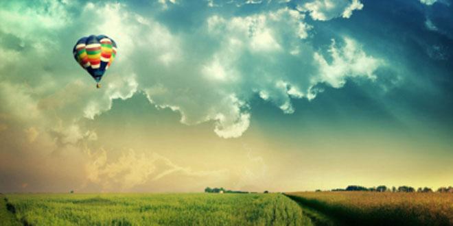 Globo volando sobre campo Fe Bendicion de Dios imagen